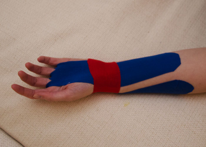 Handgelenk tapen - Schritt 3