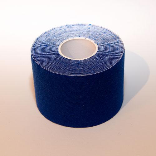 Ein blaues Kinesio Tape