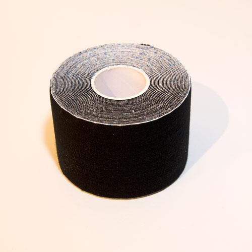 Ein schwarzes Kinesio Tape