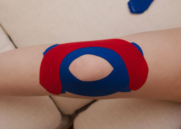 Knie tapen - Schritt 3